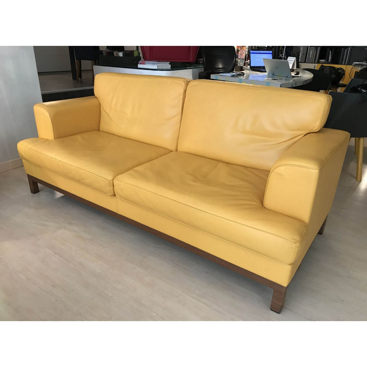 Poltrona frau piazzagrande sofa outlet for Divano poltrona