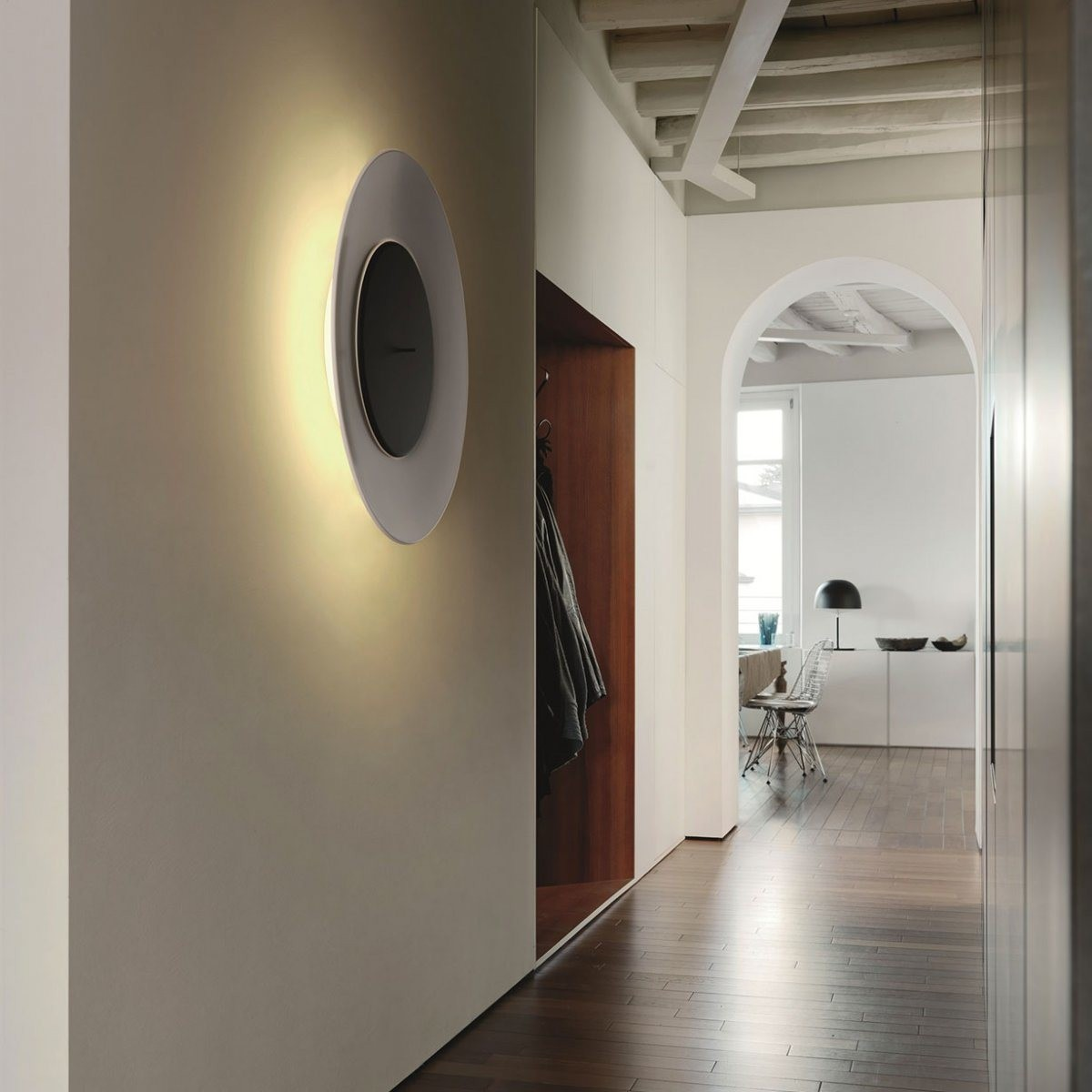 fontanaarte lunaire bianca wall lamp outlet. Black Bedroom Furniture Sets. Home Design Ideas